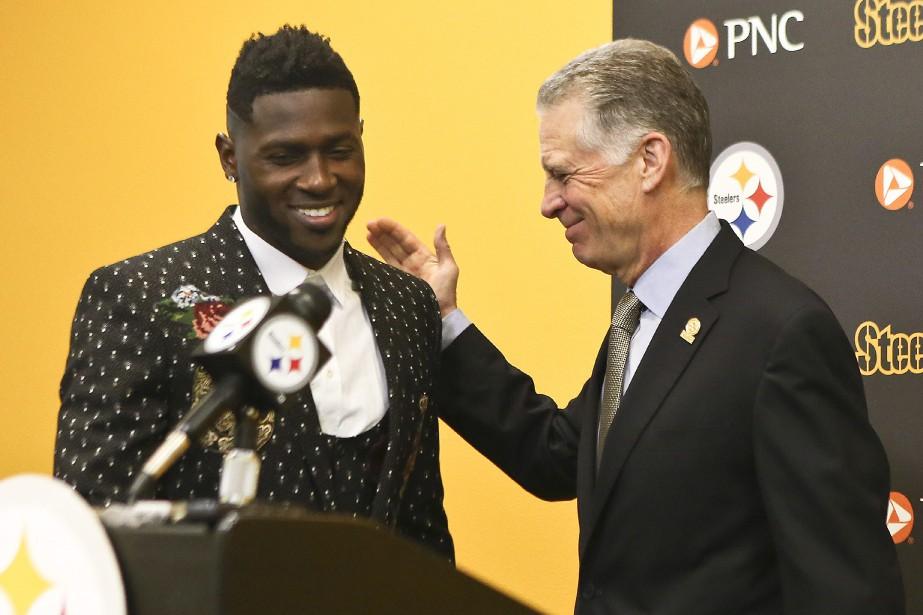 Antonio Brown et le président des Steelers de... (Photo Keith Srakocic, archives Associated Press)