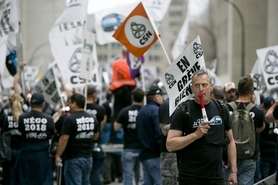 Manifestation de plusieurs syndicats de la Société de... (Photo FrançoisRoy, archives La Presse)