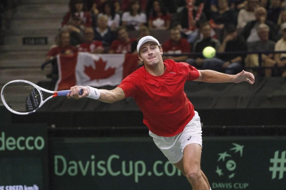Le Canadien Brayden Schnur s'est incliné en deux... (Photo JASONFRANSON, archives La Presse canadienne)