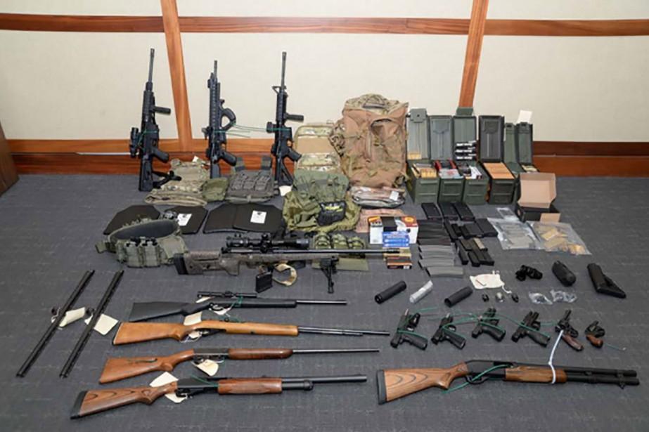 Quinze armes et plus d'un millier de munitions... (PHOTO AFP)