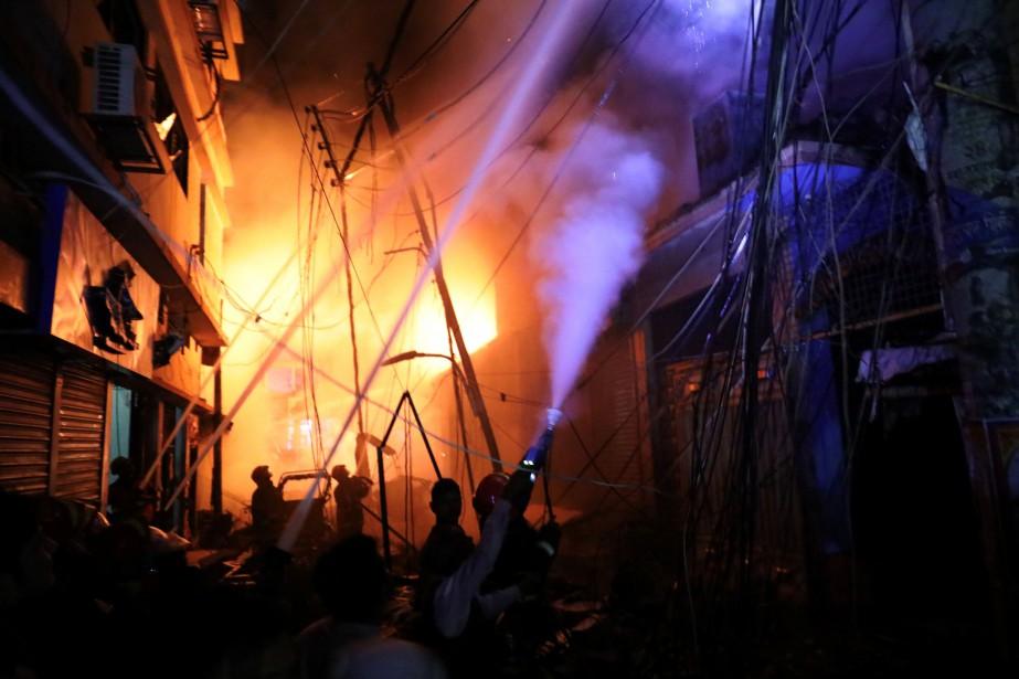 Au moins 69personnes ont péri dans un... (Photo MOHAMMAD PONIR HOSSAIN, Reuters)