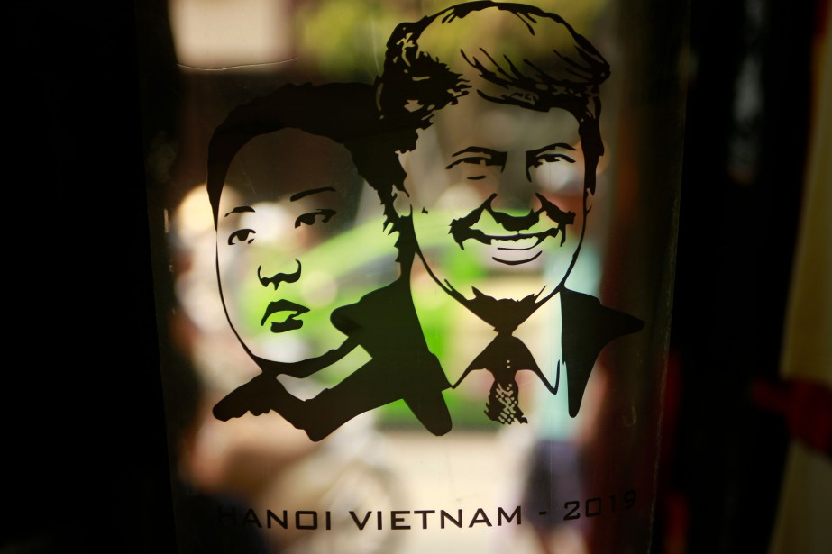 Un design montrant Kim Jong-un et Donald Trump... (Photo Hau Dinh, AP)