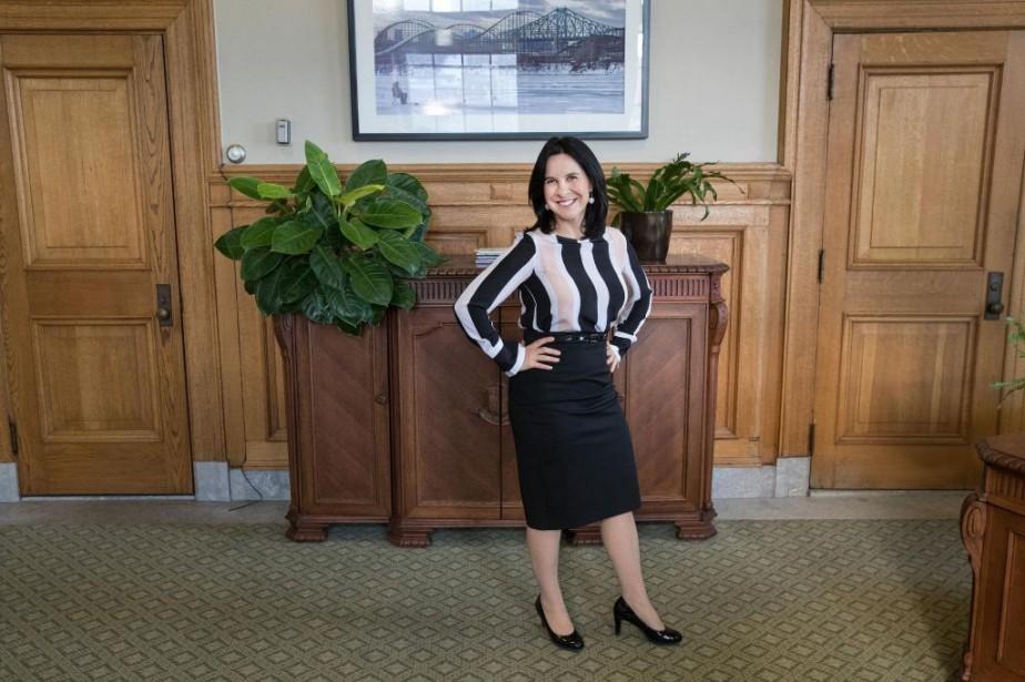 Dans son bureau à l'hôtel de Ville, la... (Photo Robert Skinner, La Presse)