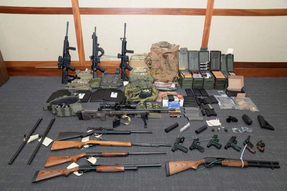 Un imposant arsenal de 15 armes et plus... (Photo courtoisie/REUTERS)