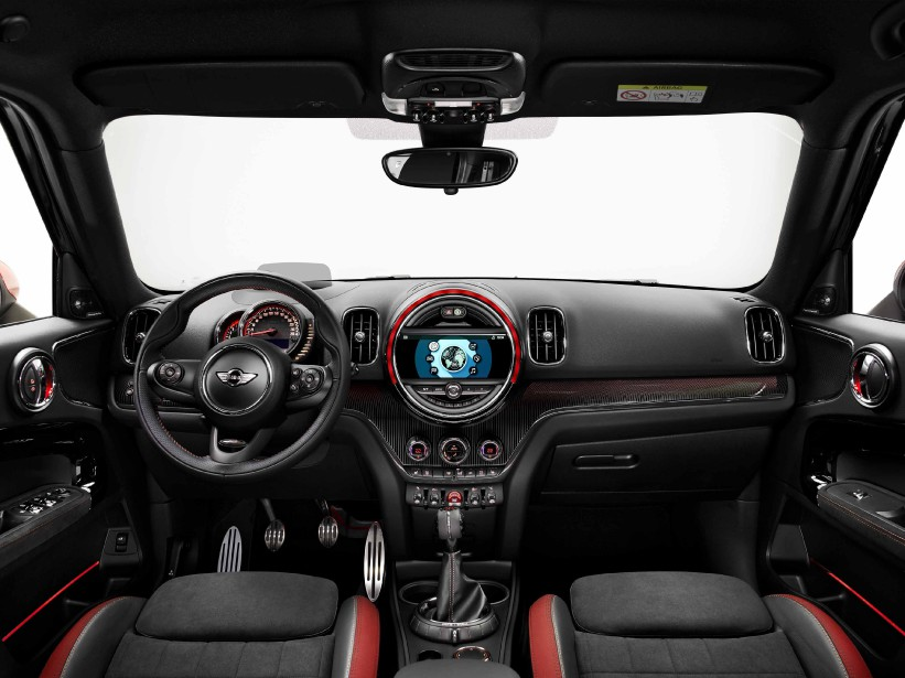 L'habitacle de la Mini Countryman JCW (Photo fournie par Mini)