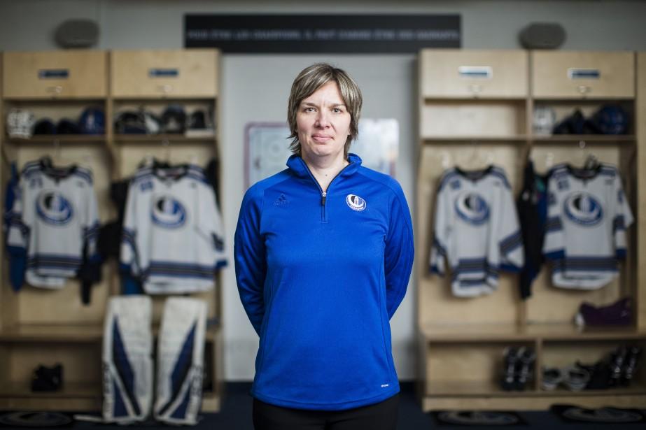 Isabelle Leclaire, l'entraîneure-chef de l'équipe de hockey féminin... (PHOTO EDOUARD PLANTE-FRÉCHETTE, ARCHIVES LA PRESSE)