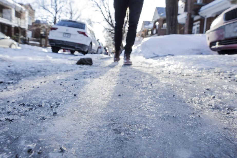 L'état des trottoirs de la métropole fait l'objet... (Photo EDOUARD PLANTE-FRÉCHETTE, archives La Presse)
