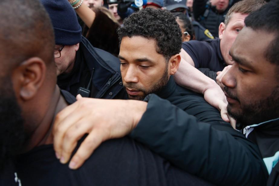 L'acteur Jussie Smollett à sa sortie de la... (Photo Kamil Krzaczynski, Associated Press)