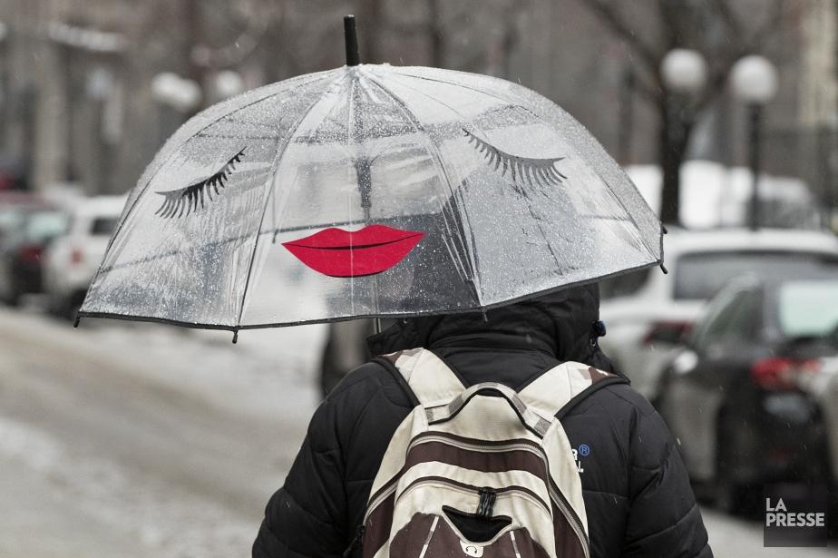À Montréal, la pluie verglaçante a cédé sa... (PHOTO ROBERT SKINNER, LA PRESSE)