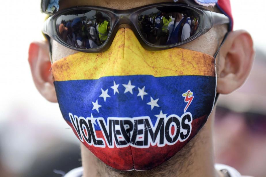 Malgré les coups et les blessures, les partisans de... (Photo RAUL ARBOLEDA, AFP)