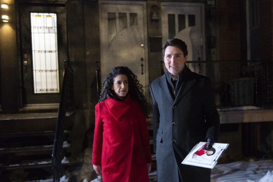 Justin Trudeau et la candidate Rachel Bendayan en... (PHOTO PAUL CHIASSON, ARCHIVES PC)