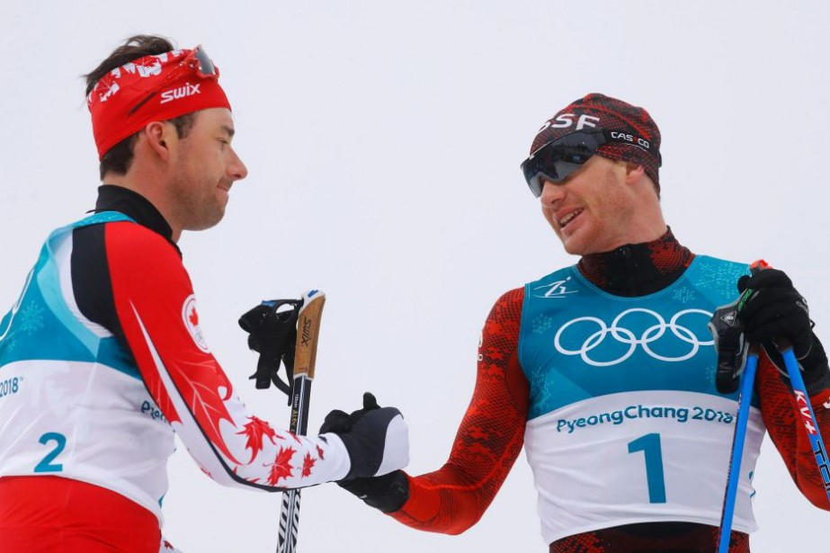 Alex Harvey et Dario Cologna aux Jeux olympiques... (PHOTO KAI PFAFFENBACH, ARCHIVES REUTERS)