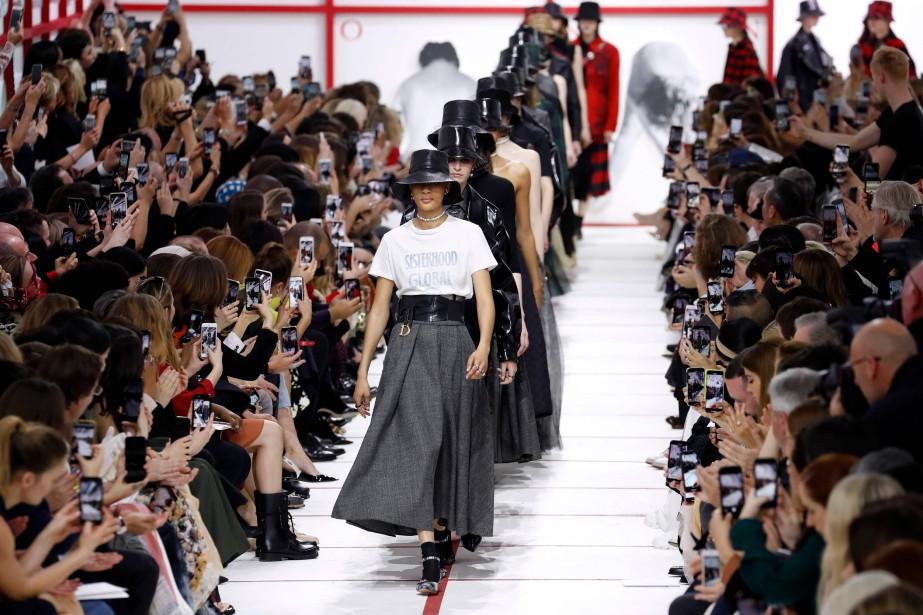 Chez Dior, la taille est bien marquée avec... (PHOTO FRANCOIS GUILLOT, AFP)