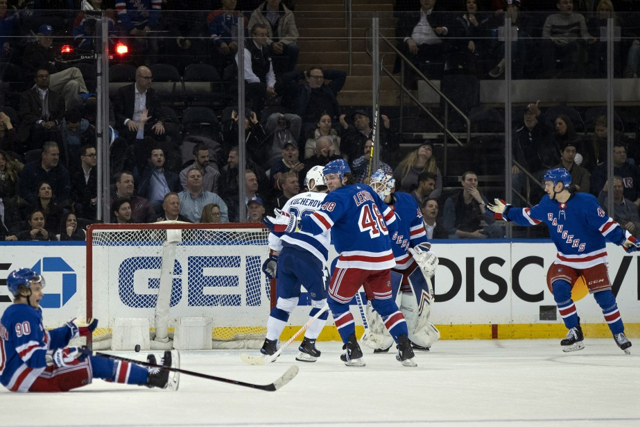 Victor Hedman a fait bouger les cordages après... (PHOTO CRAIG RUTTLE, ASSOCIATED PRESS)