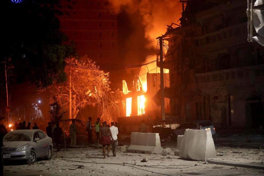 «Toute la zone était en flammes et j'ai... (PHOTO FEISAL OMAR, REUTERS)