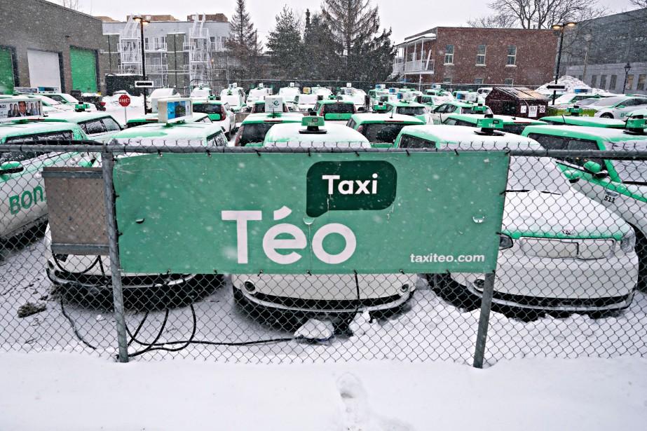 Le stationnement du siège social de Téo Taxi.... (PHOTO PATRICK SANFAÇON, ARCHIVES LA PRESSE)