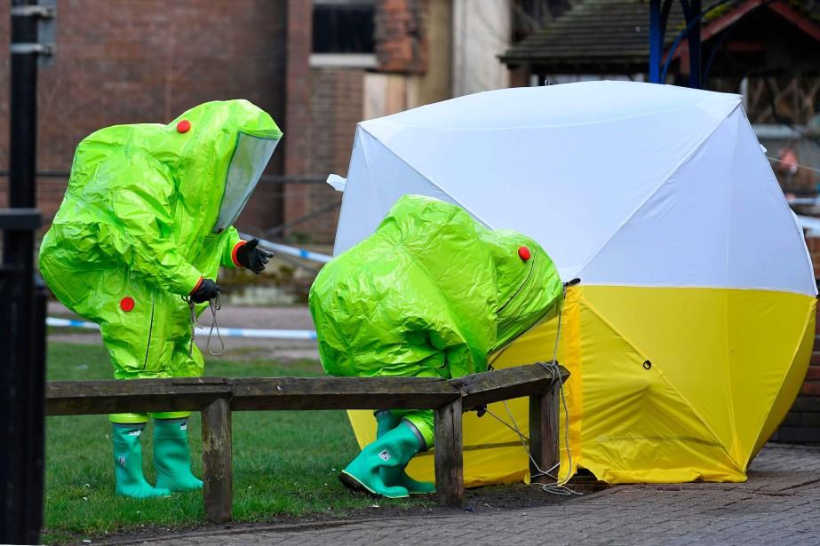 Une équipe de décontamination à Salisbury, en mars2018.... (PHOTO BEN STANSALL, ARCHIVES AFP)