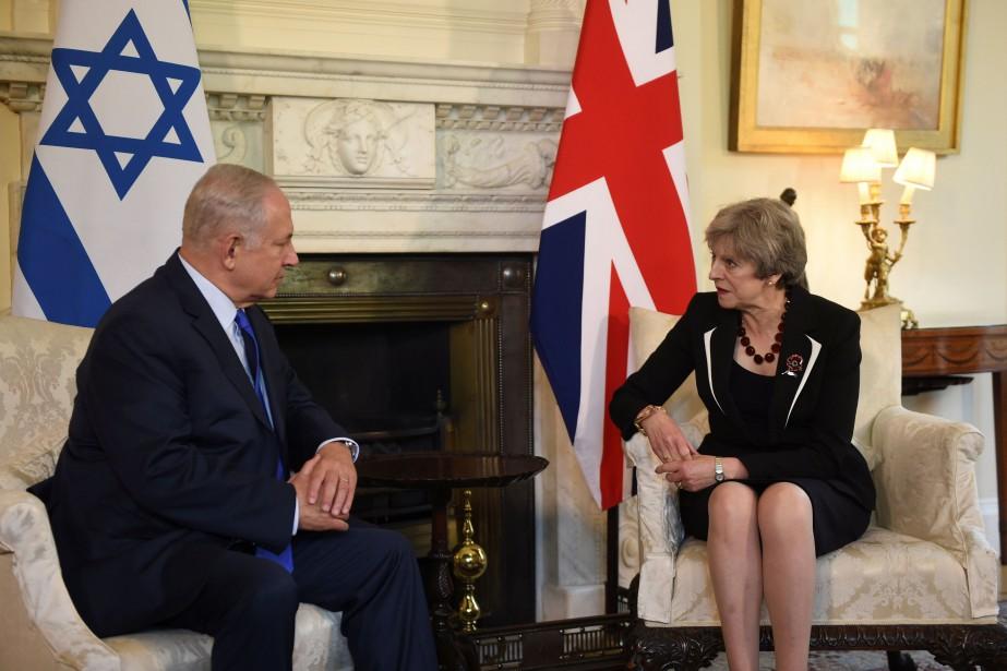 Benyamin Nétanyahou et Theresa May lors d'une rencontre... (PHOTO POOL, REUTERS)
