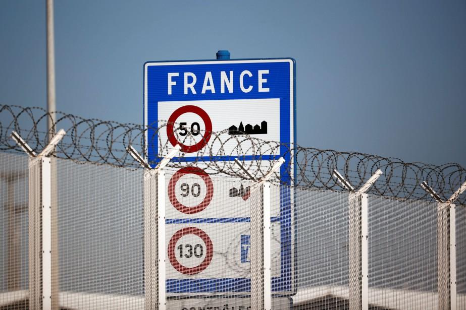 Le président français Emmanuel Macron propose... (PHOTO BENOIT TESSIER, REUTERS)