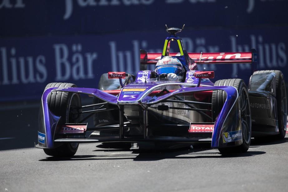 Une voiture de course électrique en action sur... (PHOTO OLIVIER JEAN, LA PRESSE)