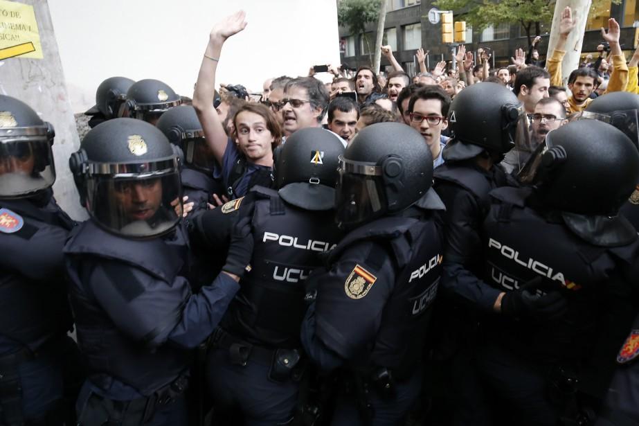 Les indépendantistes affirme que la seule violence a... (PHOTO PAU BARRENA, ARCHIVES AFP)