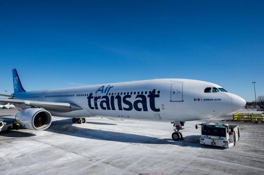 Près de 600passagers d'un avion Air Transat sont... (PHOTO EDOUARD PLANTE-FRÉCHETTE, ARCHIVES LA PRESSE)