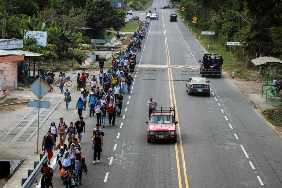 Des migrants venus d'Amérique centrale marchent à Tapachula,... (PHOTO BENJAMIN ALFARO, ARCHIVES AFP)