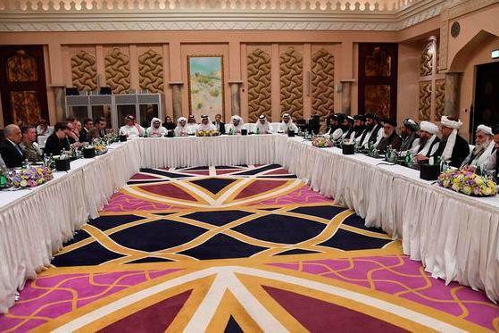Des représentants des États-Unis, des talibans et du... (PHOTO REUTERS)