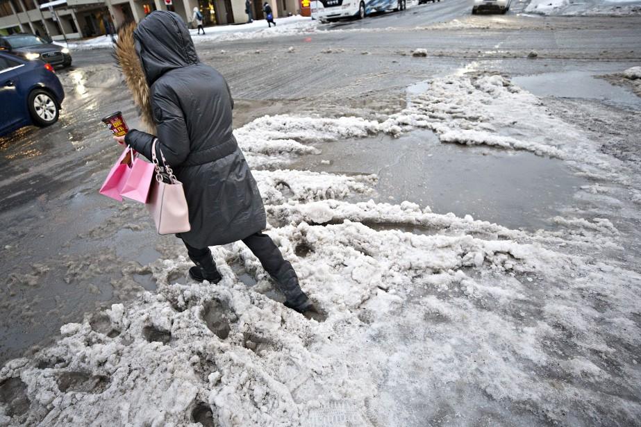 À Montréal, la journée de dimanche devrait se... (PHOTO PATRICK SANFAÇON, ARCHIVES LA PRESSE)