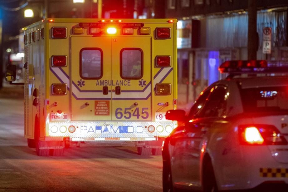Le suspect a été transporté vendredi dans un... (PHOTO DAVID BOILY, LA PRESSE)