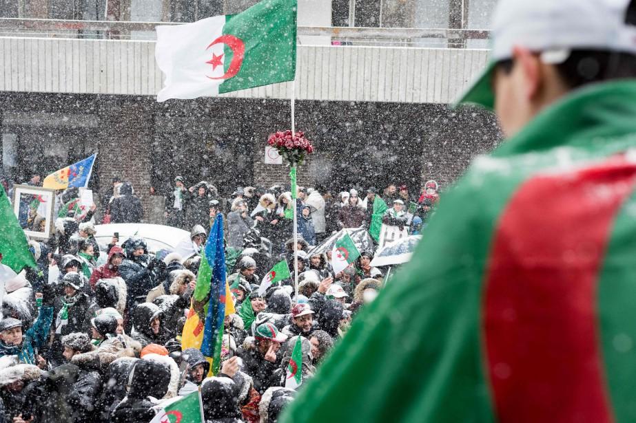 Les manifestants- environ un millier selon la police-... (PHOTO MARTINOUELLET-DIOTTE, AFP)