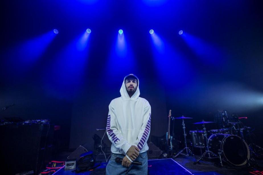 Le rappeur français Lomepal a donné un spectacle... (PHOTO OLIVIER PONTBRIAND, LA PRESSE)