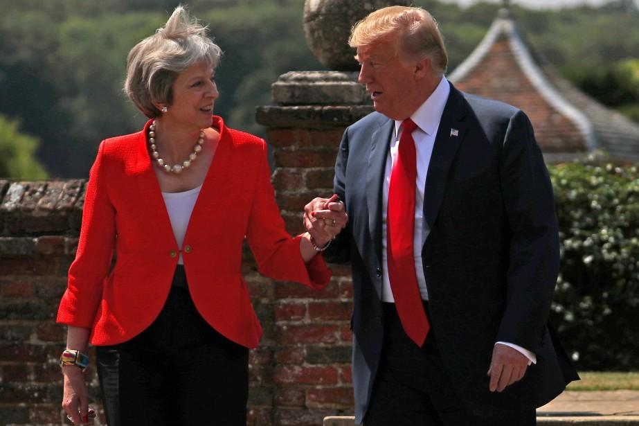 Theresa May et Donald Trump, en juillet dernier.... (PHOTO HANNAH MCKAY, ARCHIVES REUTERS)