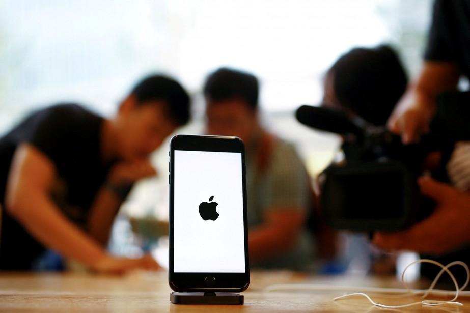 Le groupe américain Apple a riposté à... (PHOTO THOMAS PETER, ARCHIVES REUTERS)