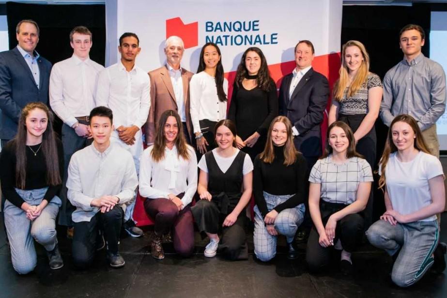 Les boursiers Banque Nationale 2019 en compagniede Martin... (PHOTO MAXIME CÔTÉ)