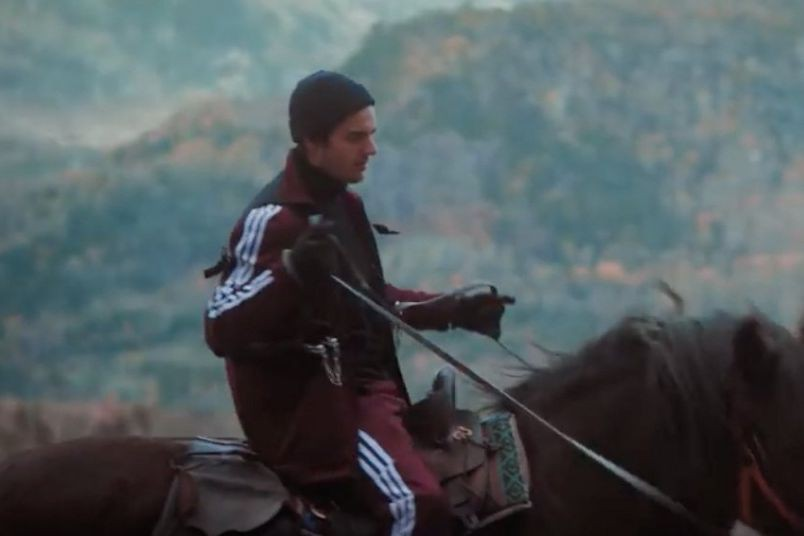 Capture d'écran du vidéoclip Majesty de Apashe et... (IMAGE TIRÉE DE YOUTUBE)
