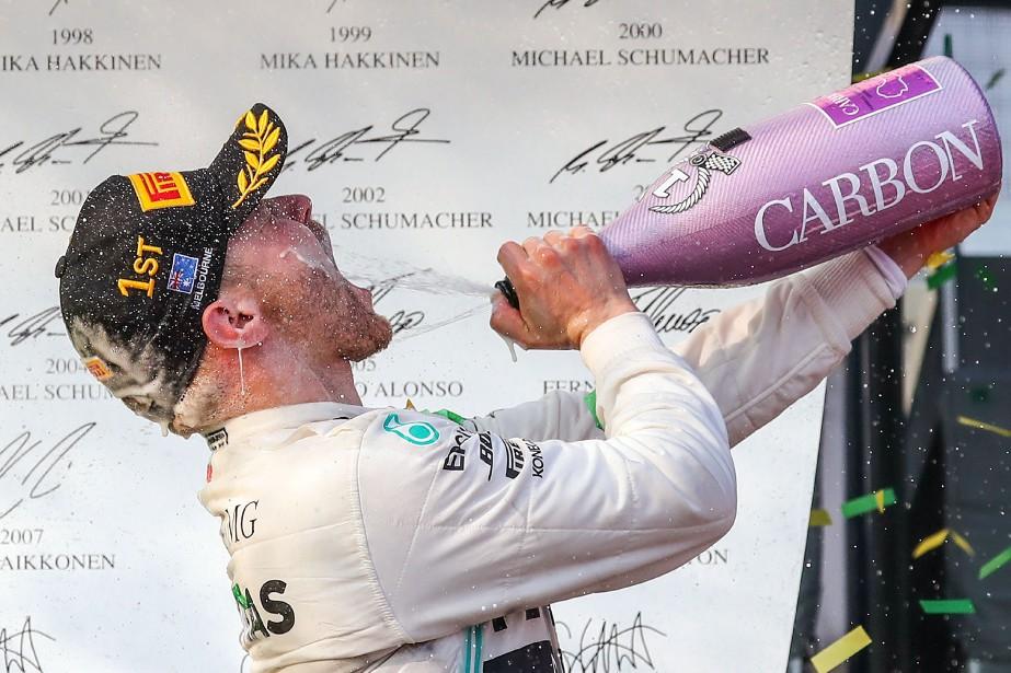 Valtteri Bottas célèbre sa victoire lors du Grand... (PHOTO ASANKA BRENDON RATNAYAKE, AFP)