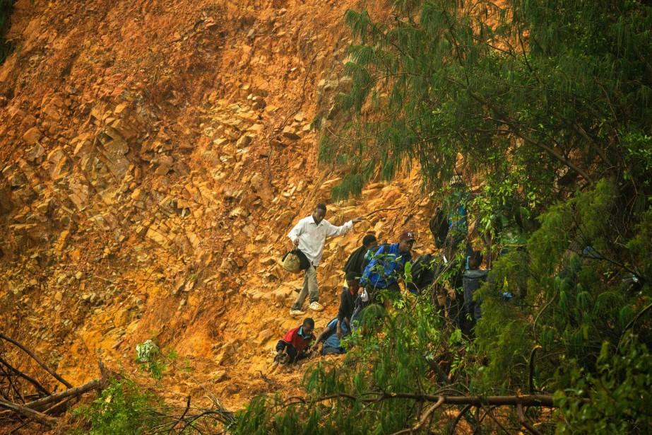 Au moins 127 personnes ont trouvé la mort au... (PHOTO ZINYANGE AUNTONY, AFP)