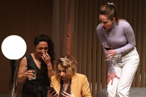Lamia Benhacine, Léane Labrèche-Dor et Catherine Chabot dans... (PHOTO VALÉRIE REMISE, FOURNIE PAR LE THÉÂTRE D'AUJOURD'HUI)