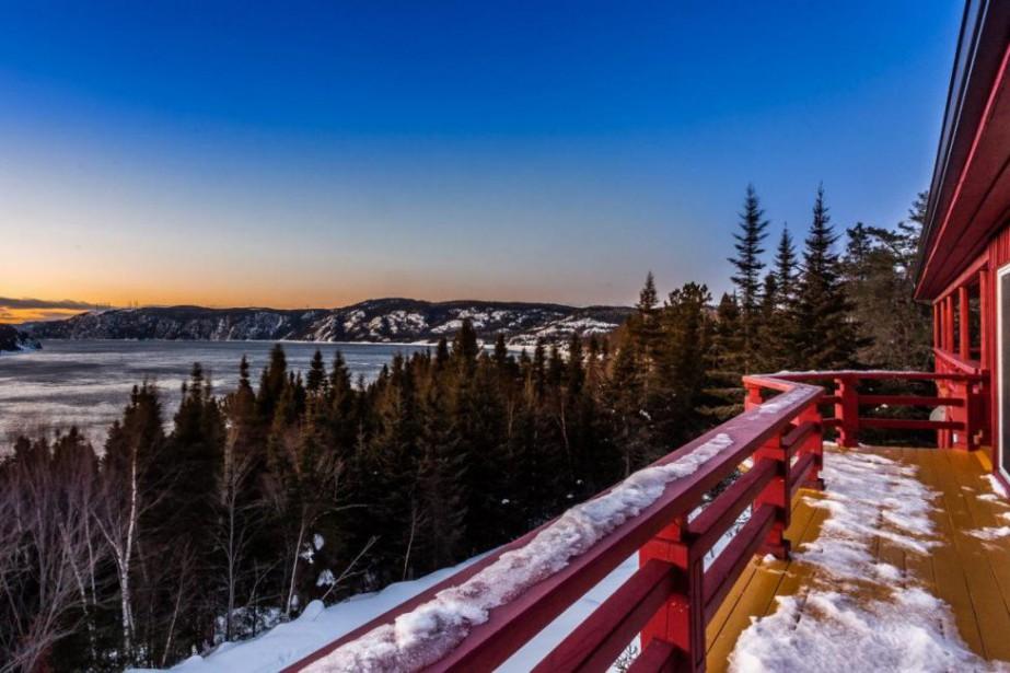 Entouré du parc national du Fjord-du-Saguenay, le domaine... (PHOTO FOURNIE PAR REALTA)