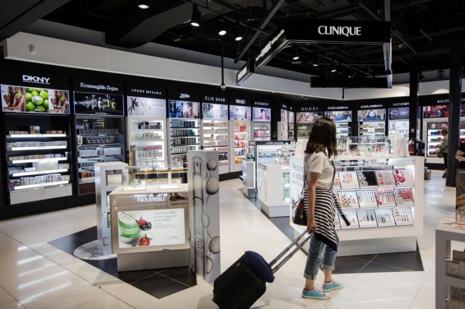 Les boutiques hors taxes des aéroports n'offrent pas... (PHOTO EDOUARD PLANTE-FRÉCHETTE, ARCHIVES LA PRESSE)