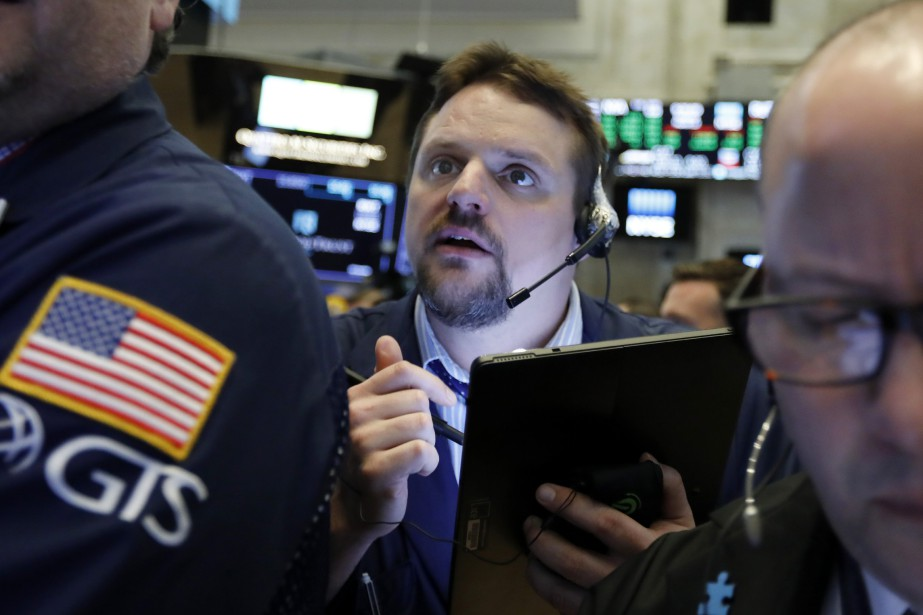L'indice vedette de Wall Street, le Dow Jones,... (PHOTO RICHARD DREW, AP)