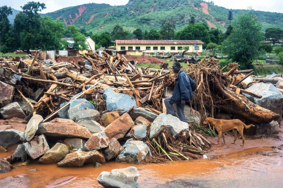 Le cyclone qui a balayé en fin de semaine... (PHOTO ZINYANGE AUNTONY, AFP)