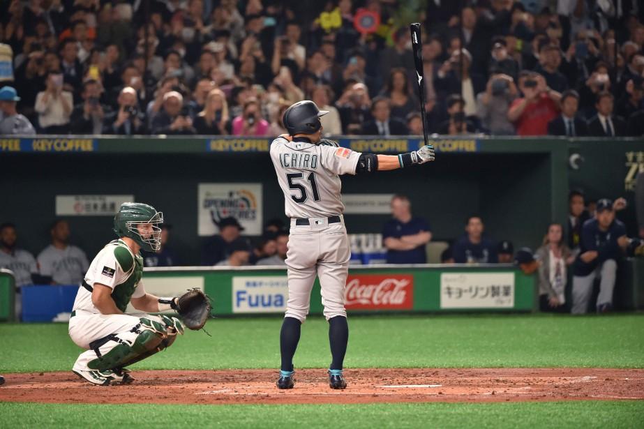 Ichiro Suzuki a obtenu une bruyante ovation de... (PHOTO KAZUHIRO NOGI, AFP)