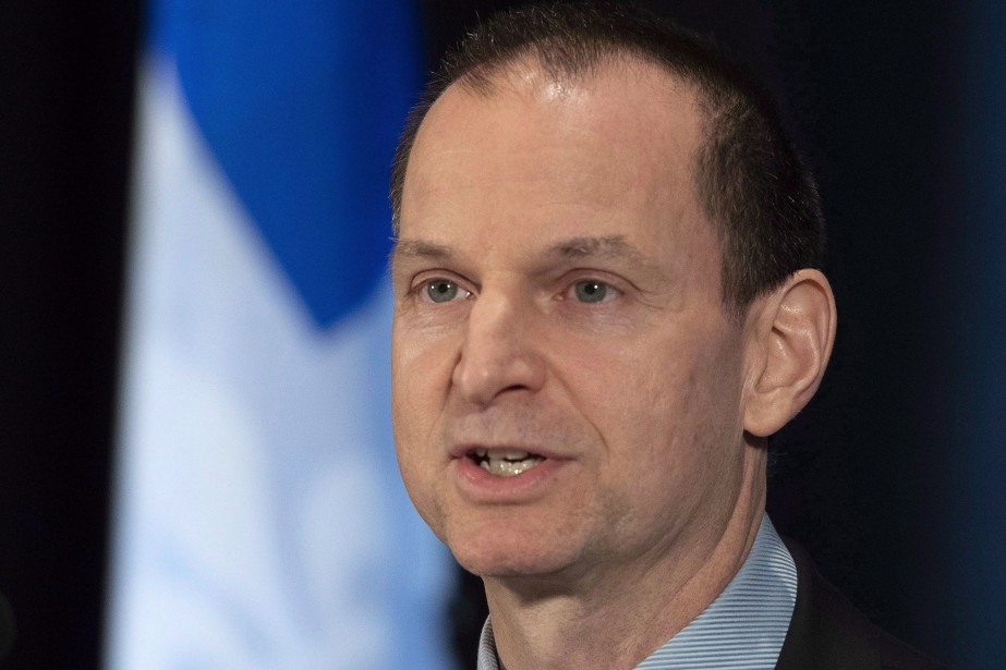 Quebec Finance Minister Eric Girard presents a financial... (PHOTO JACQUES BOISSINOT, ARCHIVES LA PRESSE CANADIENNE)