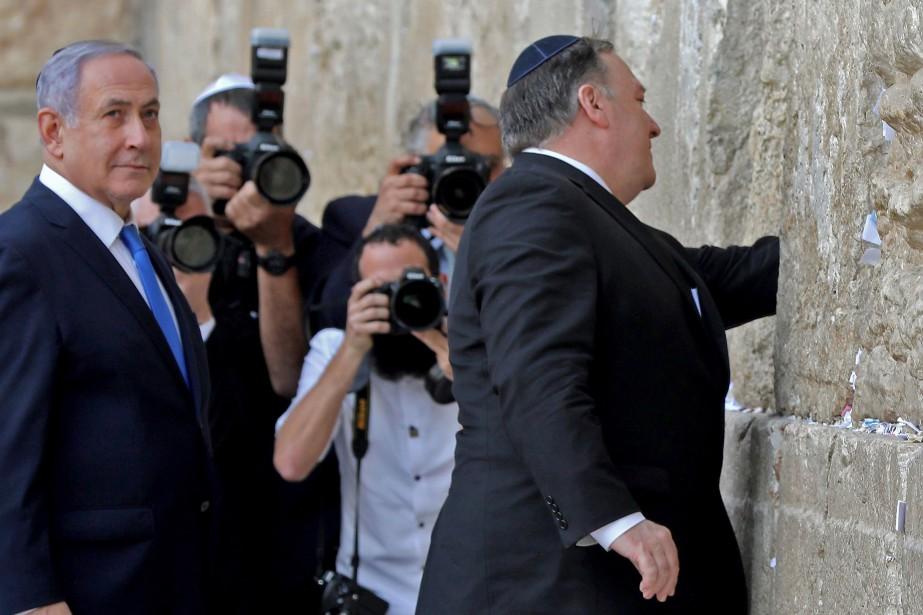 Aux côtés du premier ministre israélien Benyamin Nétanyahou,... (PHOTO AFP)