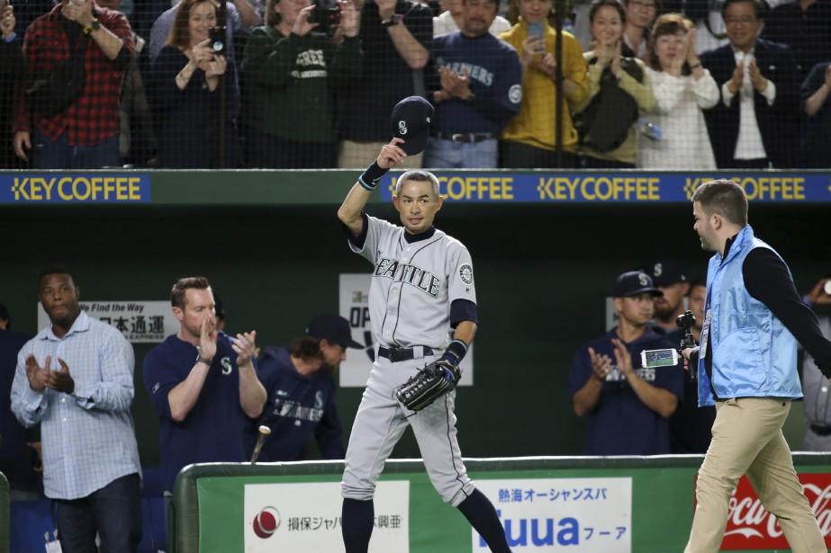 Ichiro Suzuki a été chaleureusement applaudi par la... (PHOTO KOJI SASAHARA, ASSOCIATED PRESS)