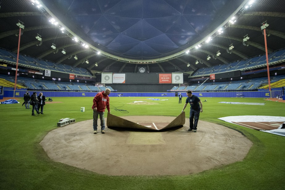 Les préparatifs vont bon train au Stade olympique... (PHOTO MARCO CAMPANOZZI, LA PRESSE)