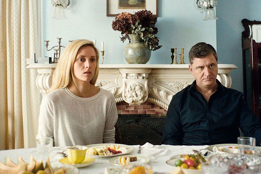 Evelyne Brochu et François Papineau dans CA$H NEXU$,... (PHOTO FOURNIE PAR FRAGMENTS DISTRIBUTION)