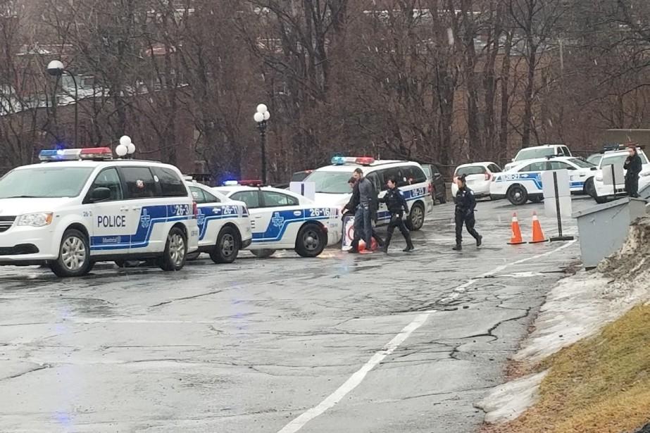 Le suspect a été arrêté par les policiers... (PHOTO FOURNIE PAR JEAN-FRANÇOIS LEFEBVRE)